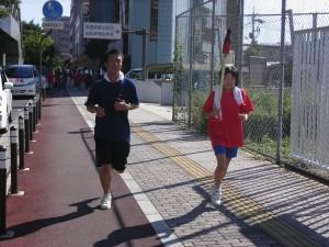 三入東学区子ども会が行っている「平和の灯」リレー。27区間、22.5㎞を走り継ぎます。
