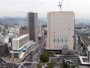 完成真近の広島駅新幹線口の若草地区再開発事業