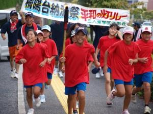 三入東学区子ども会のメンバーが今年も平和の灯をリレーして持ち帰りました。