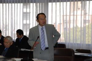 高速5号線の事業再開について建設委員会で発言する若林新三議員