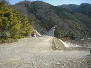 太田川沿いの勝木安古市線。完成が近付いています。