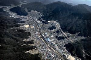 写真右側が東広島バイパス