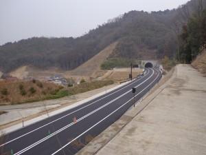 3月29日に開通した。博広島バイパス(中野トンネル西側)