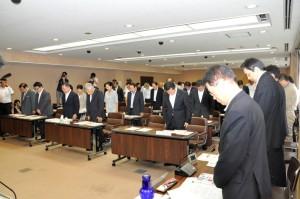 8月28日に開かれた全員協議会では、冒頭、亡くなられた方のご冥福を祈って黙とうをささげました。