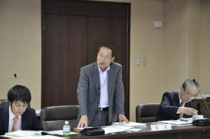 文教委員会で新しいタイプの高校新設について発言する若林新三議員