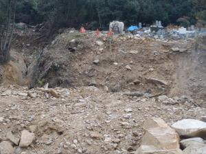 8・20土砂災害で墓石の3分の1が流失した高松山墓所