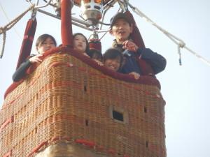 子どもたちもアドバルーンに乗って大変喜んでいました