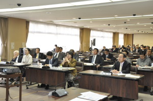 特別委員会では観光関係の有識者から講演を受けました。