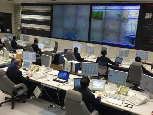 消防指令通信システムの更新では技術革新に的確に対応できるようリース契約を検討するよう求めました。