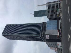 8月31日に竣工したBブロック再開発ビル。西塔は197.5mで中四国、九州で最も高いビルになります。右側奥のビルはCブロック再開発ビル。